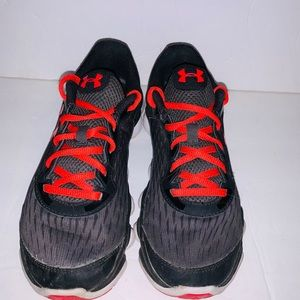 Black kids Under Armour shoes size 7y